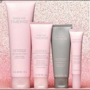 💄Brand new Mary Kay Time Wise set💄